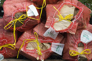 firewood_logs_in_small_bags_-_softwood_and_hardwood